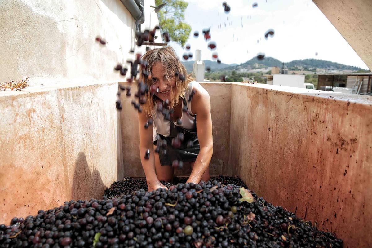 Maria Solivellas, xef i copropietària del restaurant Ca Na Toneta, a Caimari, a la Serra de Tramuntana -Mallorca-.