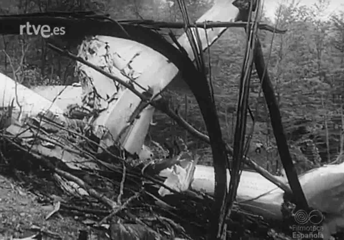 Restes de l'avió accidentat a Les Agudes