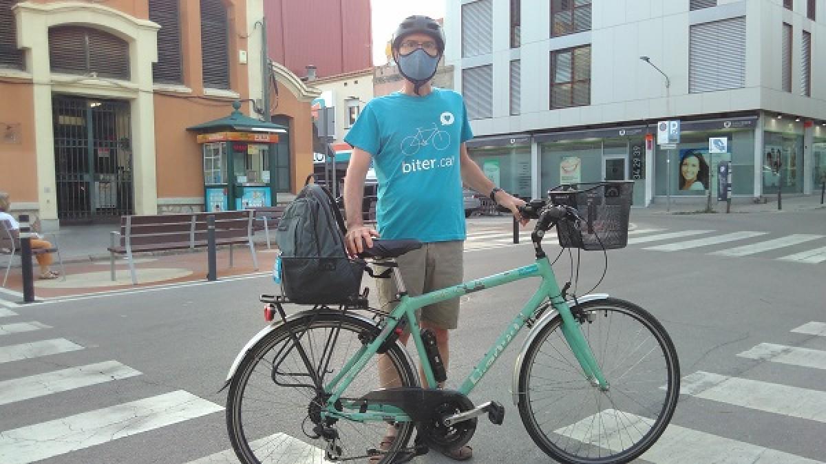 Haritz Ferrando duu més de 15 anys circulant amb bicicleta per Terrassa.