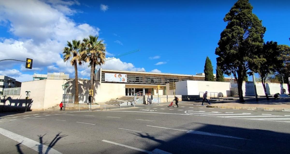 Imatge de l'exterior de l'escola afectada