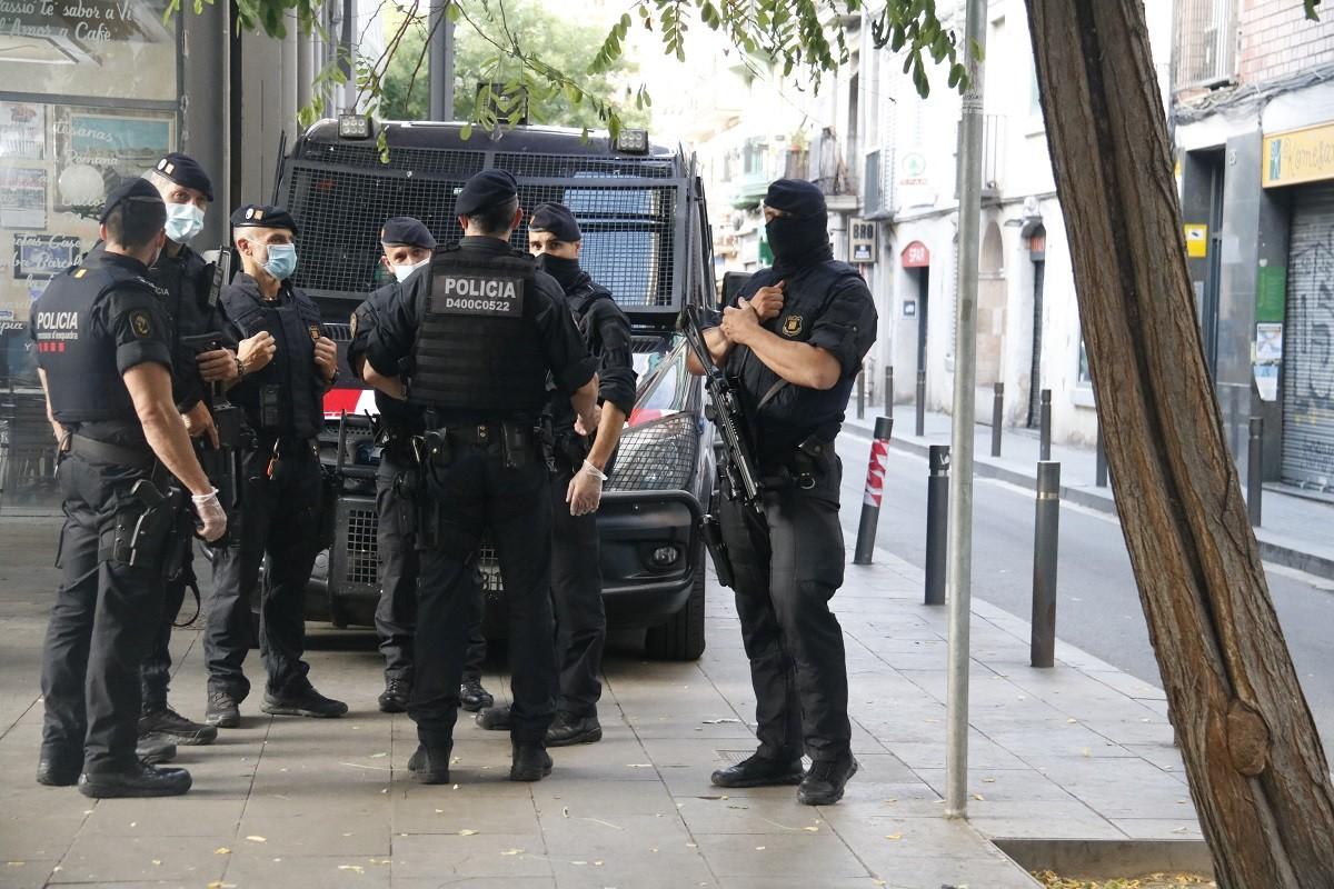 Els Mossos, durant l'operatiu antiterrorista