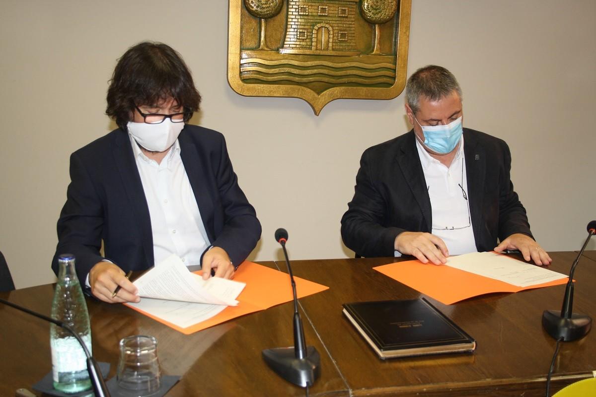 Ricard Font i Jordi Xena en el moment de la signatura del convenhi9 de col·laboració
