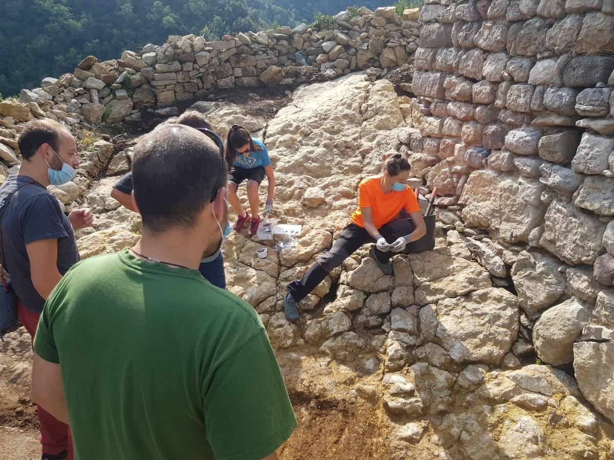 Excavacions al castell de Guardiola de Berguedà.