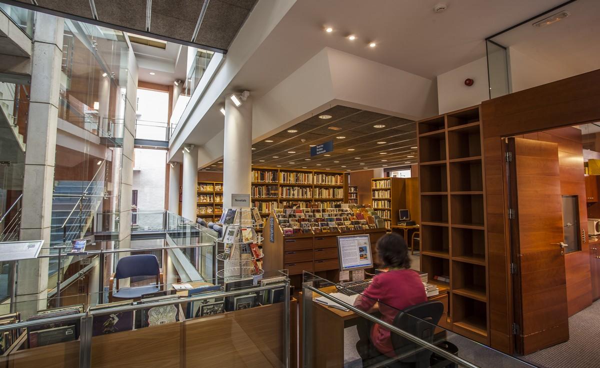 La Biblioteca Marià Vayreda ja està operativa gairebé al cent per cent.