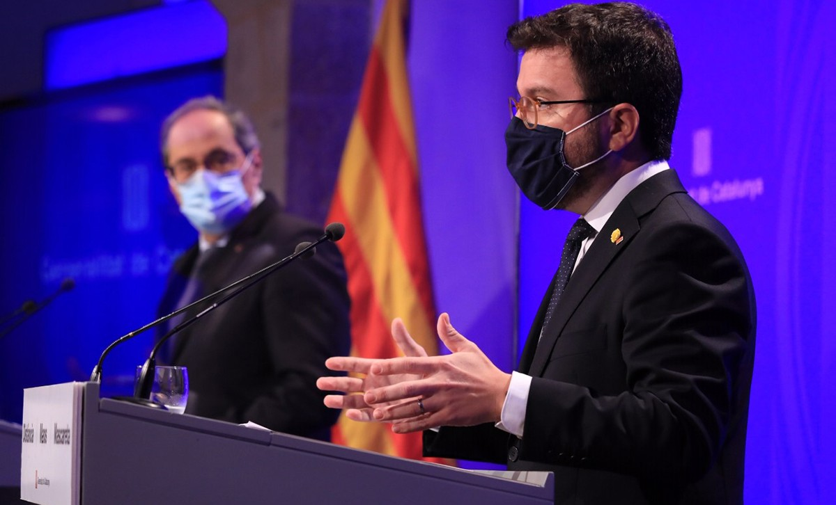 El conseller d'Economia, Pere Aragonès, al costat del president del Govern, Quim Torra