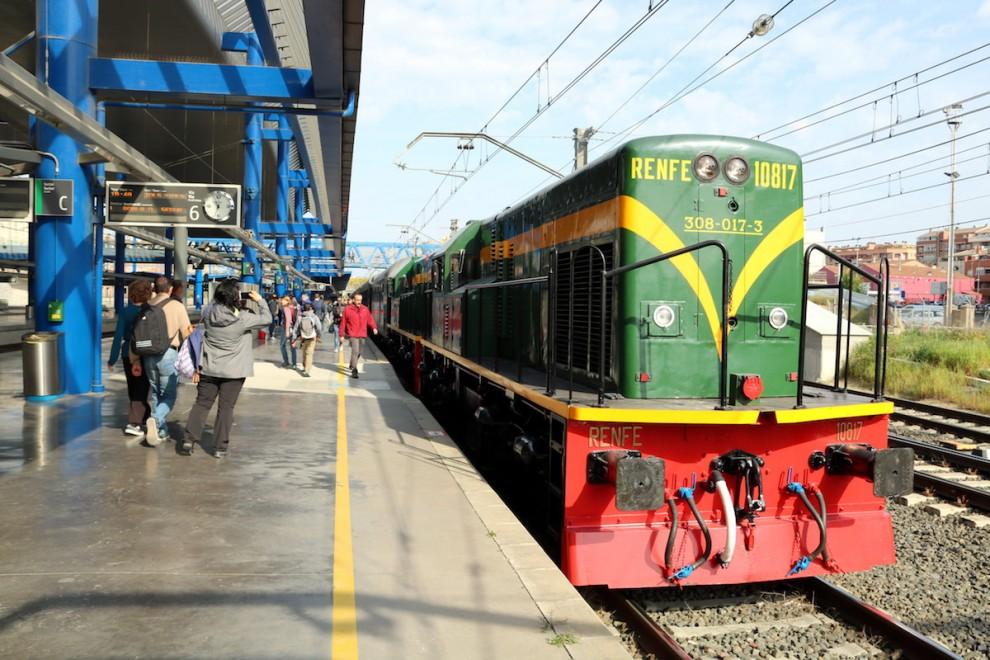 Imatge del tren històric abans de sortir de l'estació de Lleida