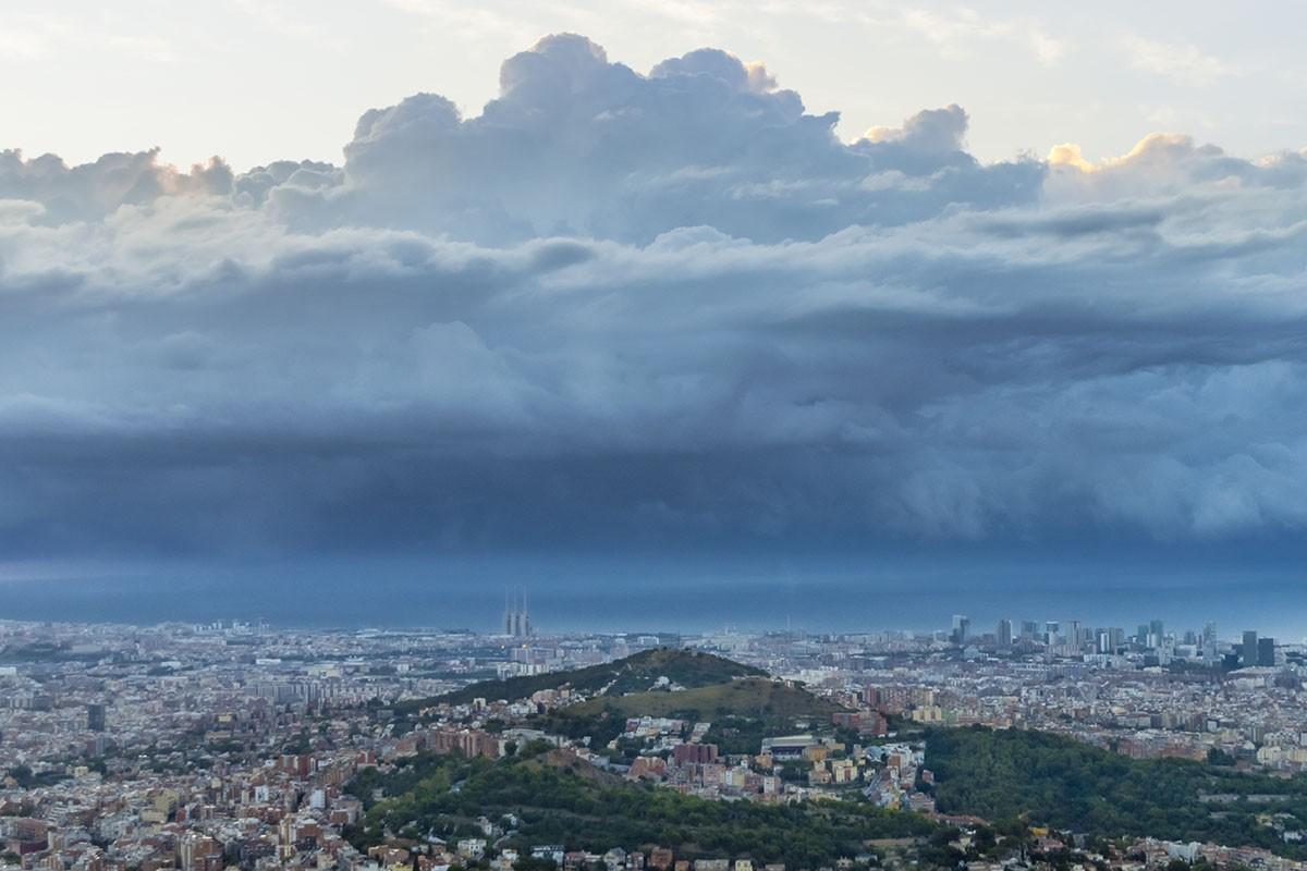 Precipitacions davant de la costa de Barcelona