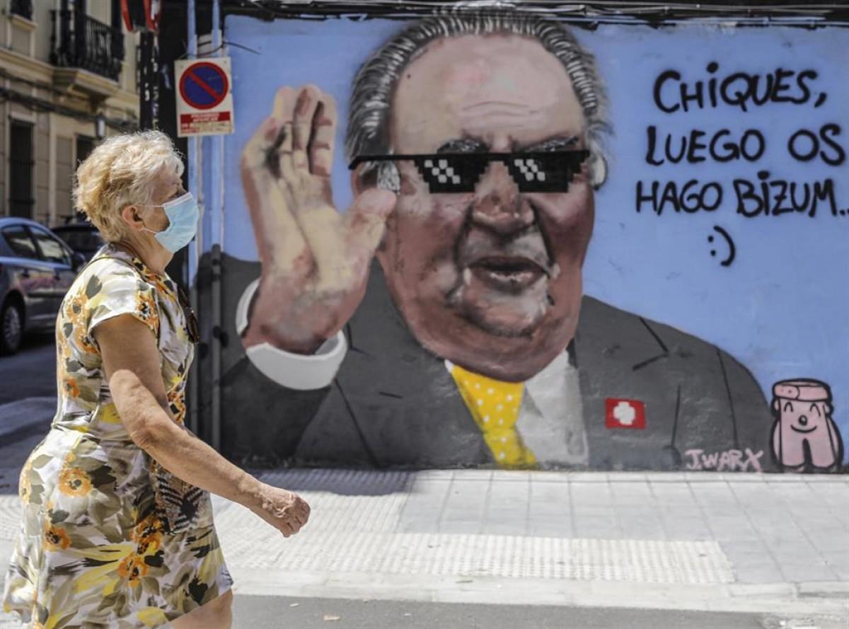 Mural a València sobre la situació del rei emèrit.