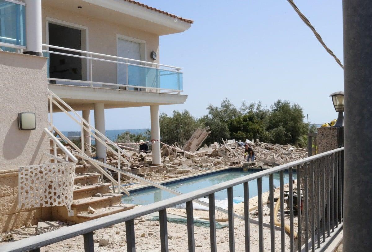 Imatges de la casa en runes a Alcanar on es preparaven els explosius