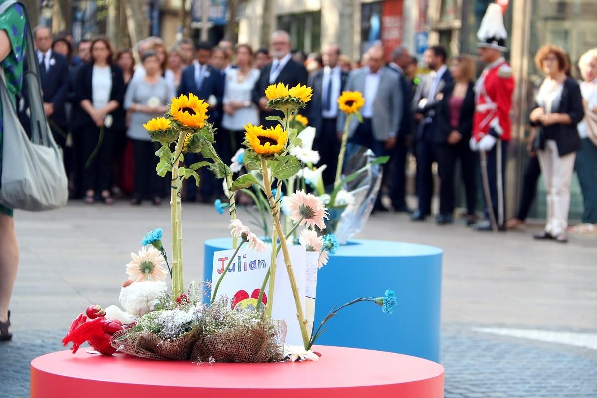 Homenatge a les víctimes del 17-A.