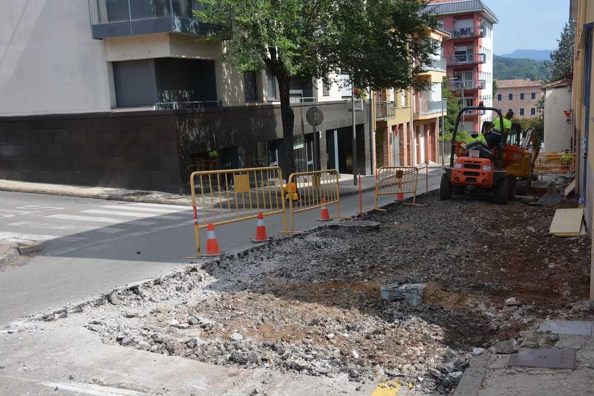 Els treballs d'asfaltatge s'iniciran ben aviat a Olot i s'allargaran durant dos mesos.