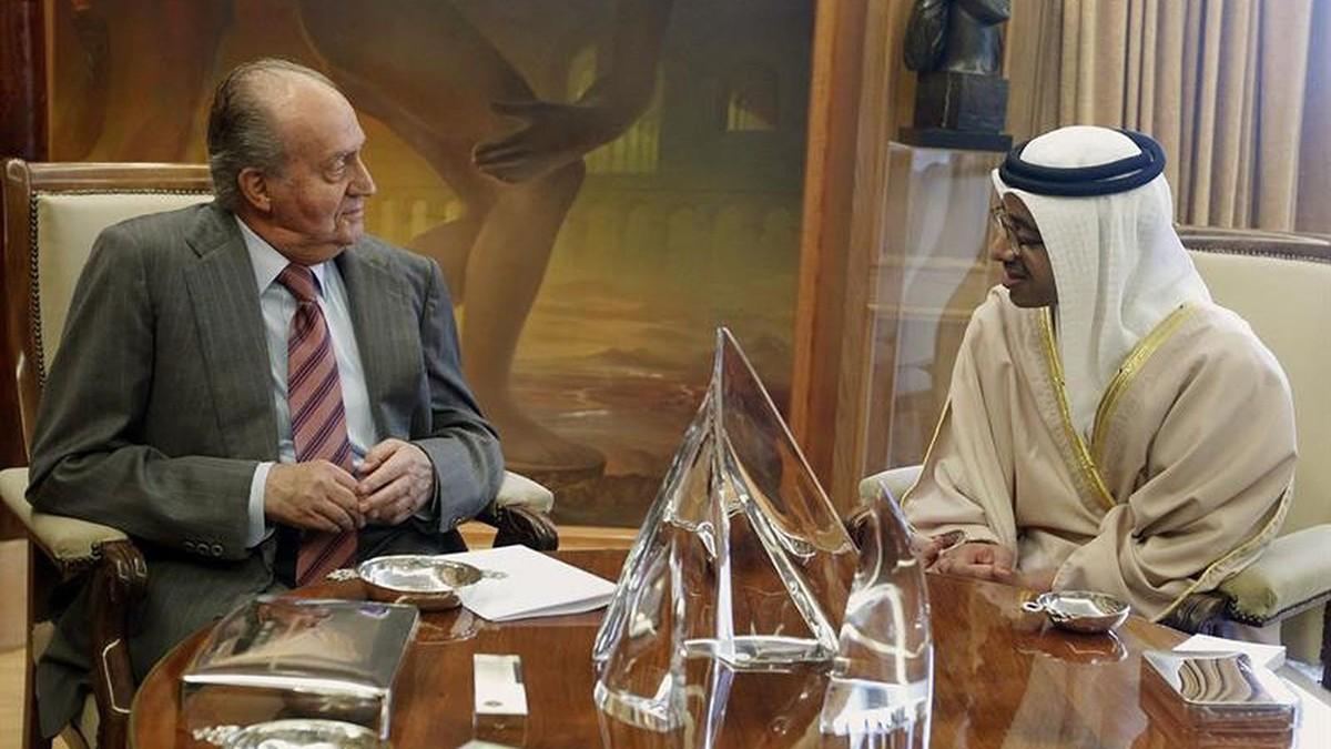 Joan Carles I, en una reunió antiga amb el ministre d'Afers Estrangers dels Emirats Àrabs Units,  Abdullah bin Zayed.