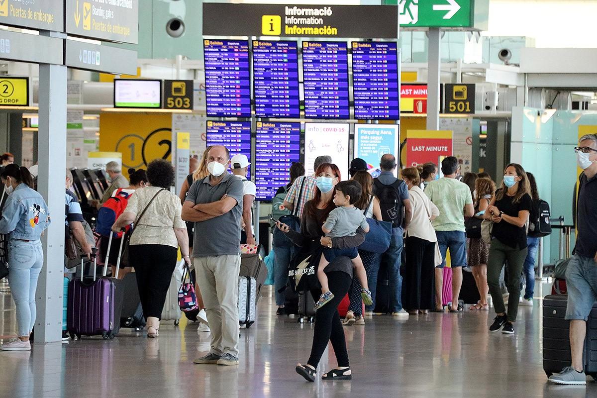 Passatgers a l'aeroport del Prat el passat estiu
