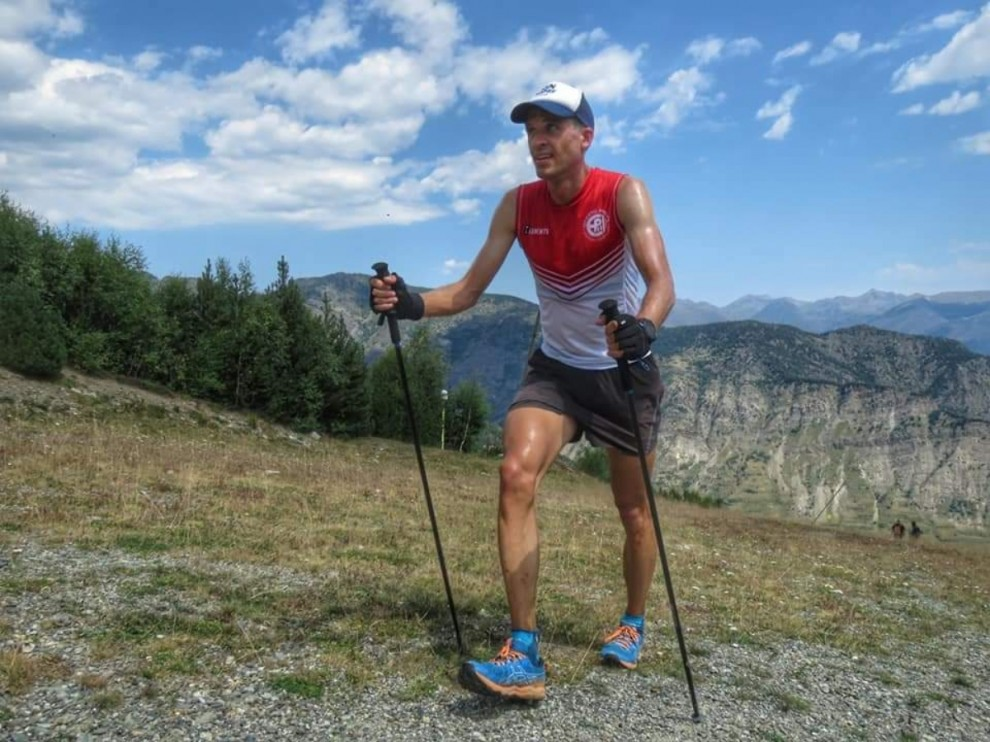 L'atleta Abel Carretero realitzant el repte a l'estació d'Espot Esquí