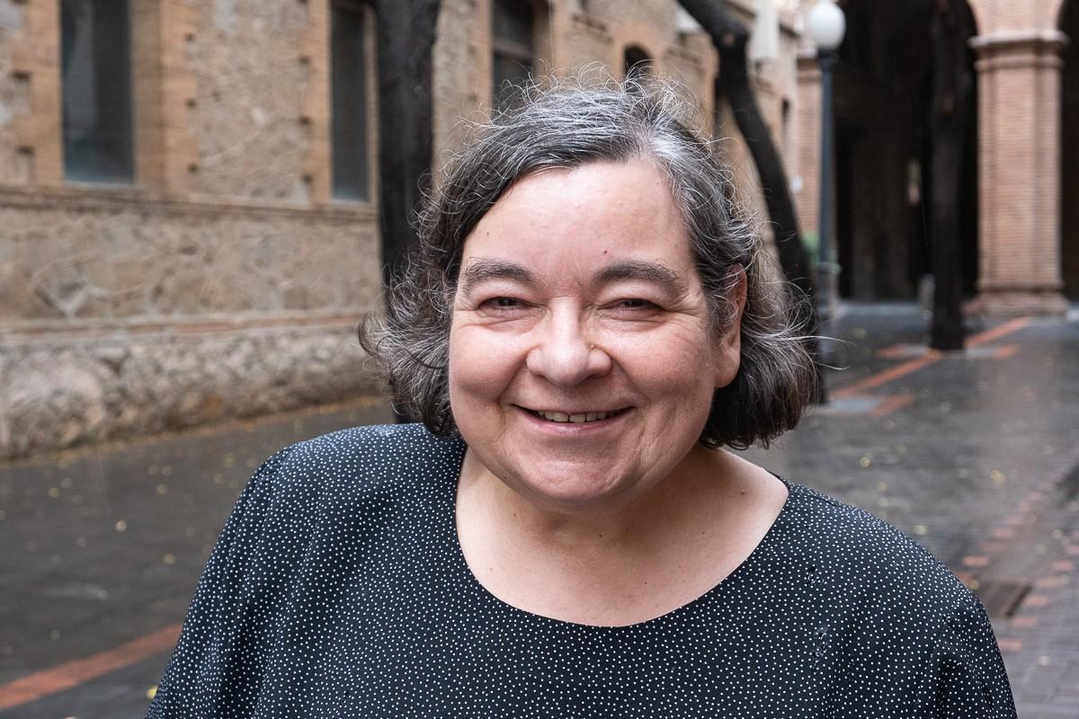 La lingüista Carme Junyent ja es preguntava el 1999 si el català estava en perill d'extinció.