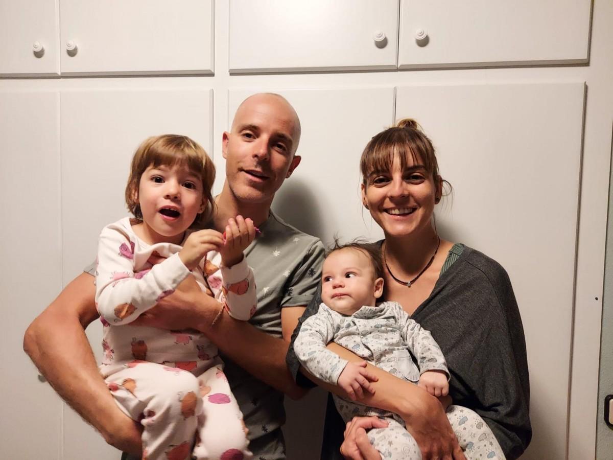 La família de Maria Samà, que portarà el fill gran a l'escola Vedruna de Berga