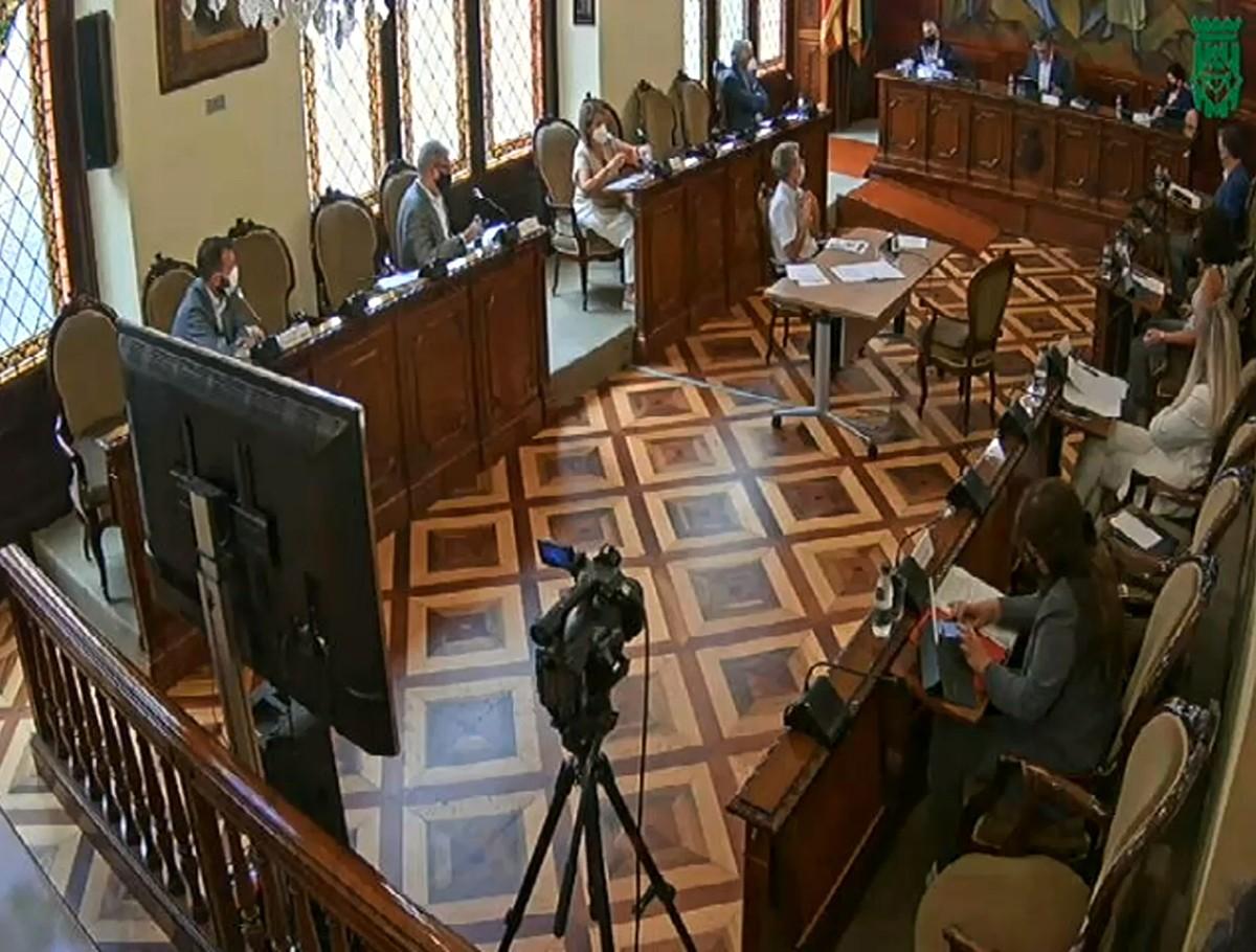 Captura de pantalla d'un moment de la retransmissió de Ple de la Diputació de Lleida del mes de setembre, que s'ha celebrat de forma híbrida, amb alguns diputats a la sala i els altres de forma telemàtica.