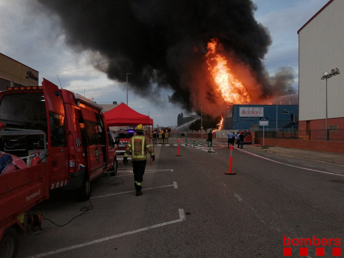 El foc ha cremat la nau industrial