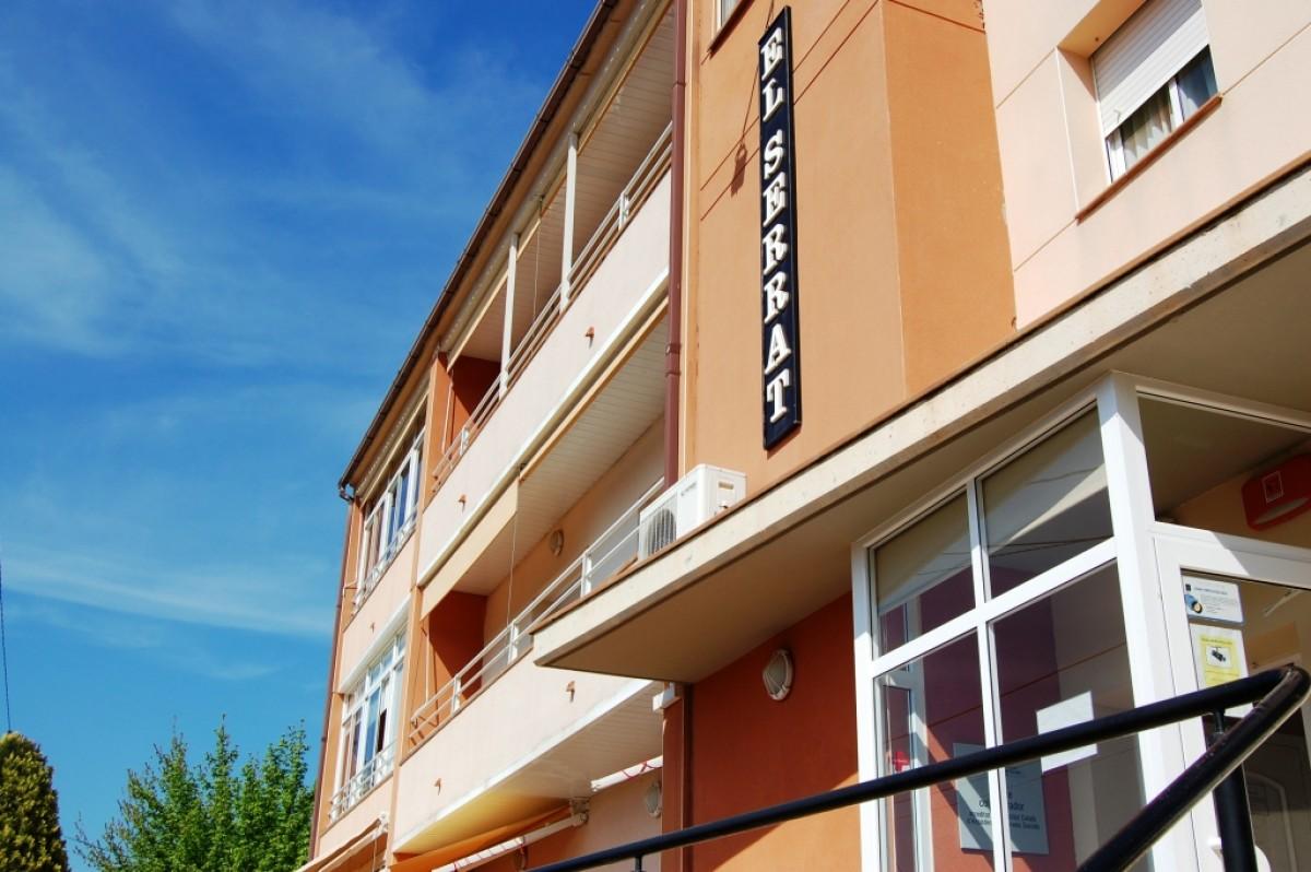 Façana principal d'El Serrat, geriàtric de Vacarisses afectat per un brot de coronavirus.