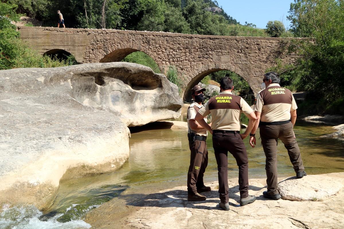 Vigilants privats a la riera de Merlès