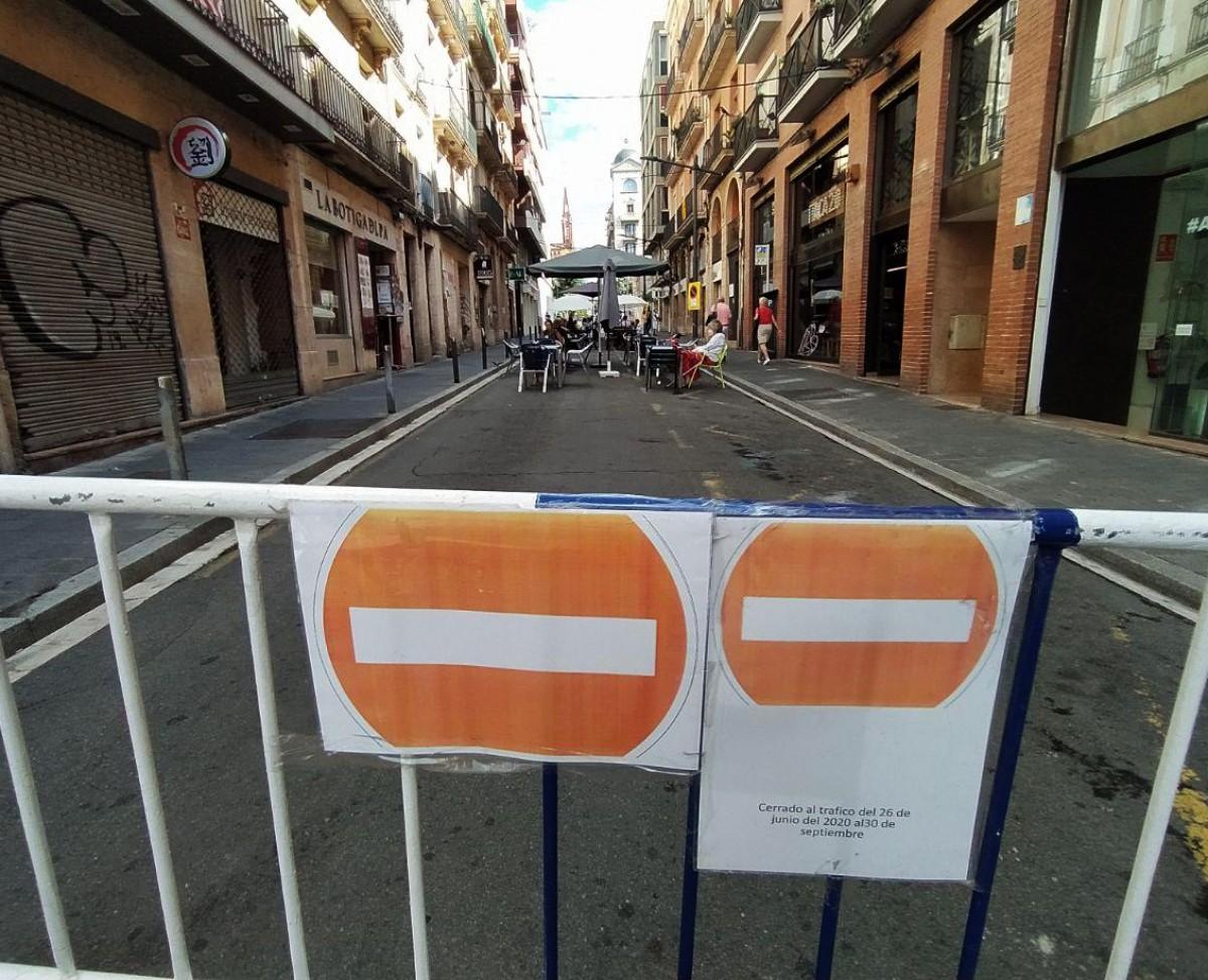 Una terrassa al carrer Fortuny de Tarragona, ocupant tot el carrer.