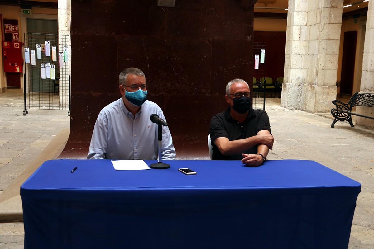 L'alcalde de Tarragona, Pau Ricomà; i del cap de Festes de l'Àrea de Cultura, Xavier González, en la roda de premsa de valoració de les festes de Santa Tecla.