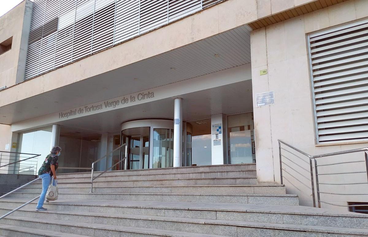 Accés principal a l'hospital de Tortosa Verge de la Cinta.