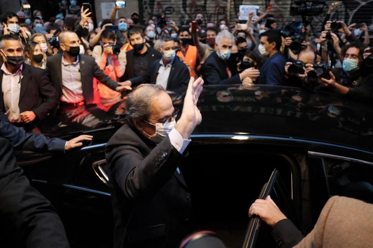 Quim Torra, marxant de plaça Sant Jaume després de ser inhabilitat
