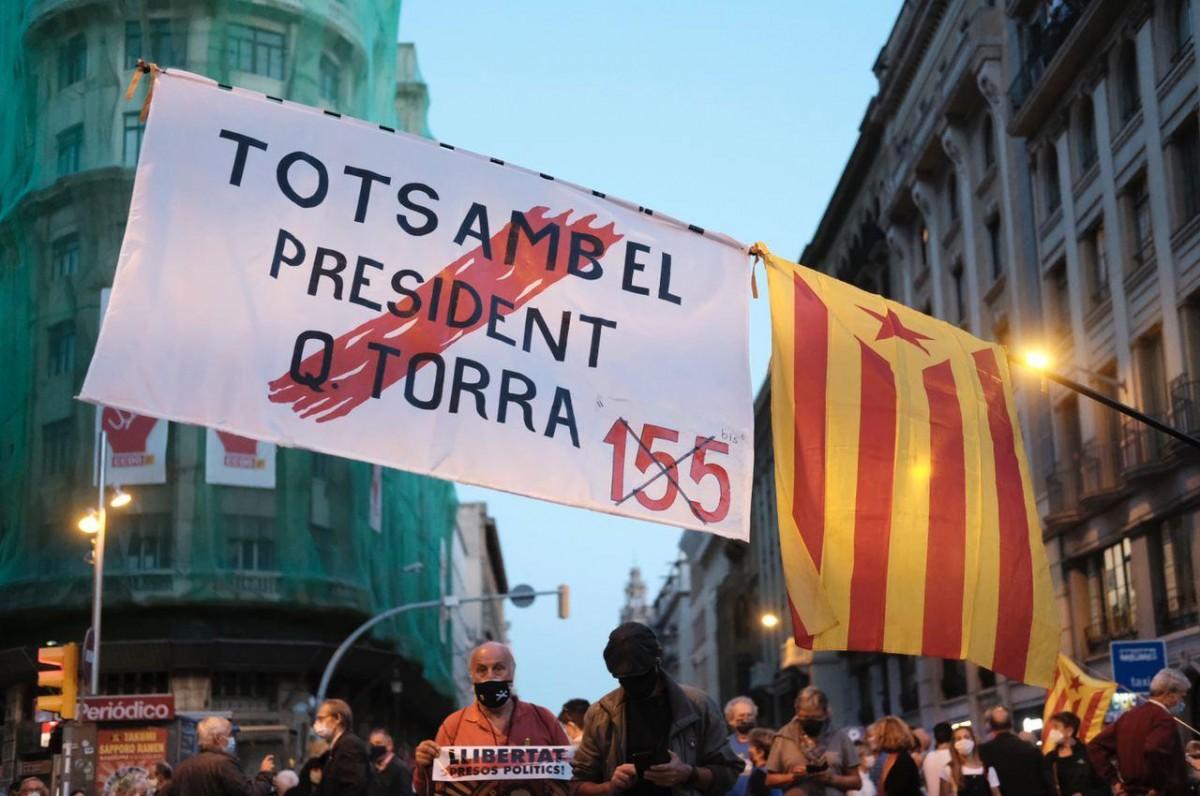 Pancarta de suport a Torra aquesta tarda a Barcelona.