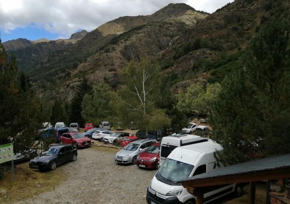 L'aparcament de la Molinassa ple de vehicles el passat estiu