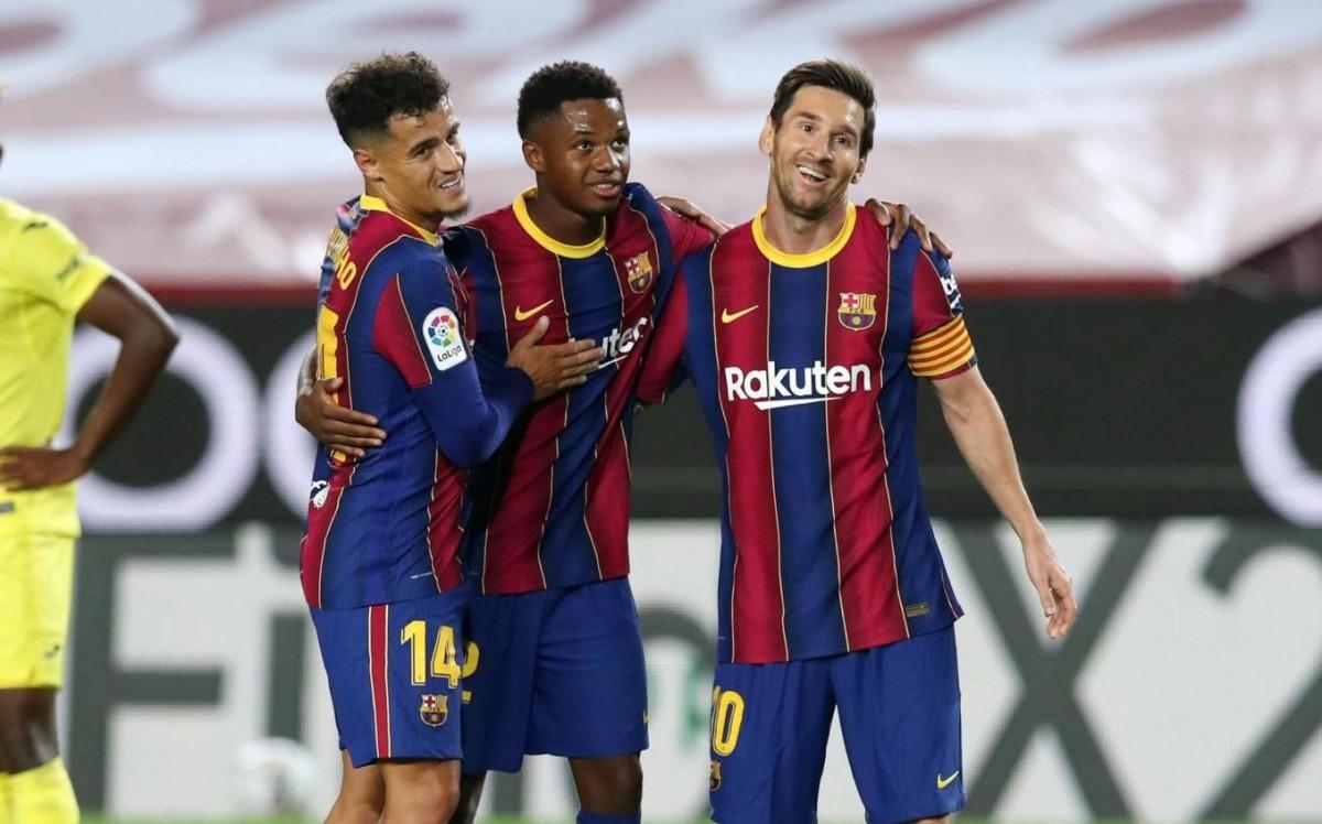 Coutinho, Ansu Fati i Messi celebrant un gol