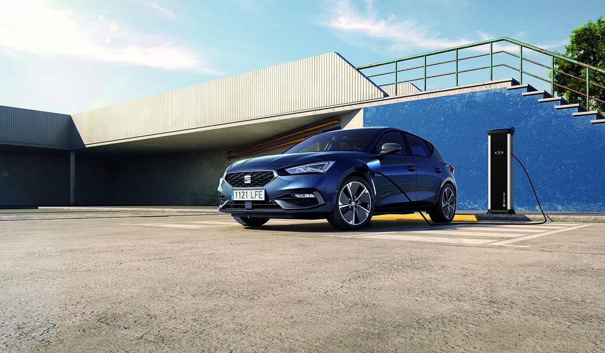 Està disponible amb els acabats Xcellence i FR, i en els dos tipus de carrosseria: 5 portes i familiar Sportstourer