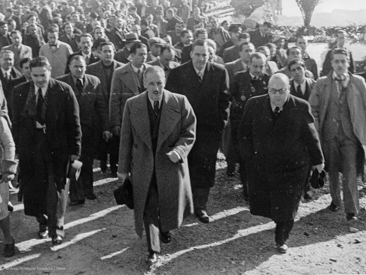 Lluís Companys, Indalecio Prieto i Josep Tarradellas en una visita a la tomba del President Macià