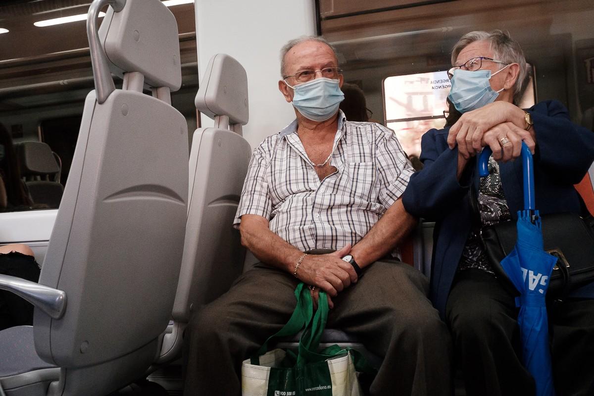Passatgers d'un tren de Rodalies.