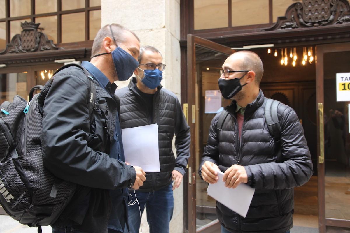 Martí Terés, Àlex Barceló i Narcís Fajula a la seu de l'Ajuntament de Girona.