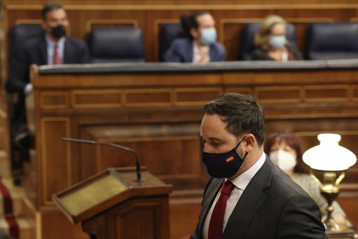 El líder de Vox, Santiago Abascal, caminant cap a la tribuna del Congrés