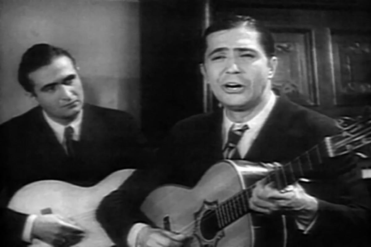Josep Plaja i Carlos Gardel, en un fotograma de la pel·lícula 'Cuesta abajo'
