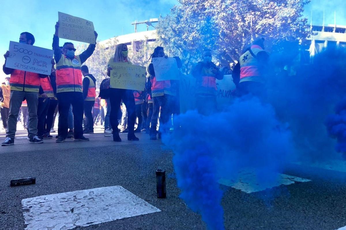 Treballadors del transport sanitari durant una protesta
