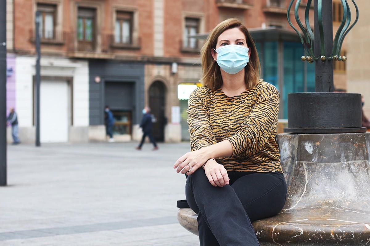 Raquel Sans, diputada al Parlament per ERC, a la plaça Corsini de Tarragona, durant l'entrevista.