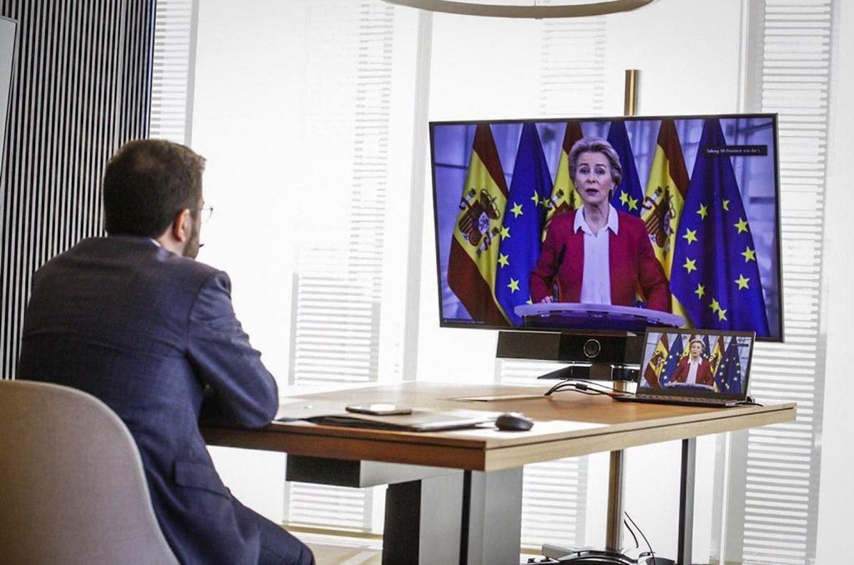 El vicepresident amb funcions de president, Pere Aragonès, escoltant Ursula Von der Leyen