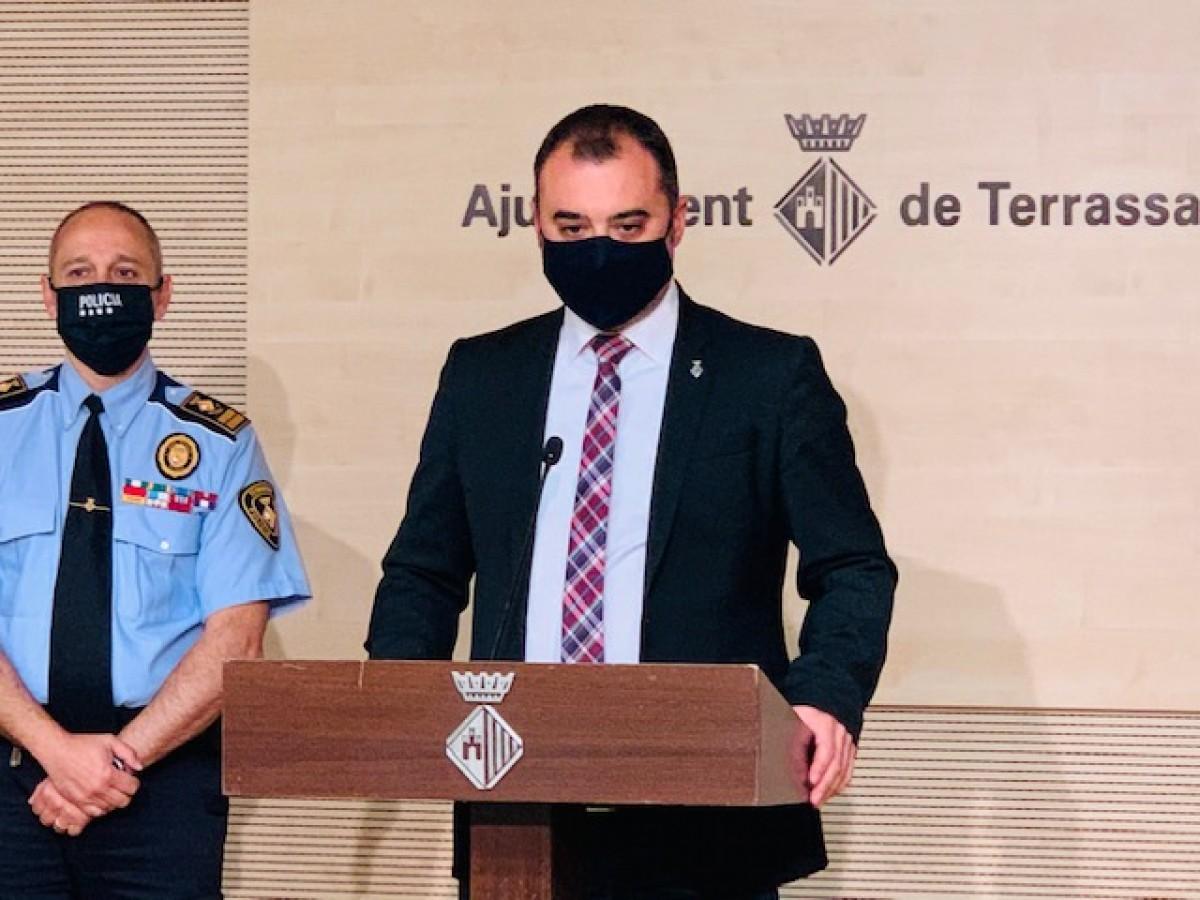 Jordi Ballart i l'Intendent Major, Antoni Flores, durant la  roda de premsa d'aquest dilluns.