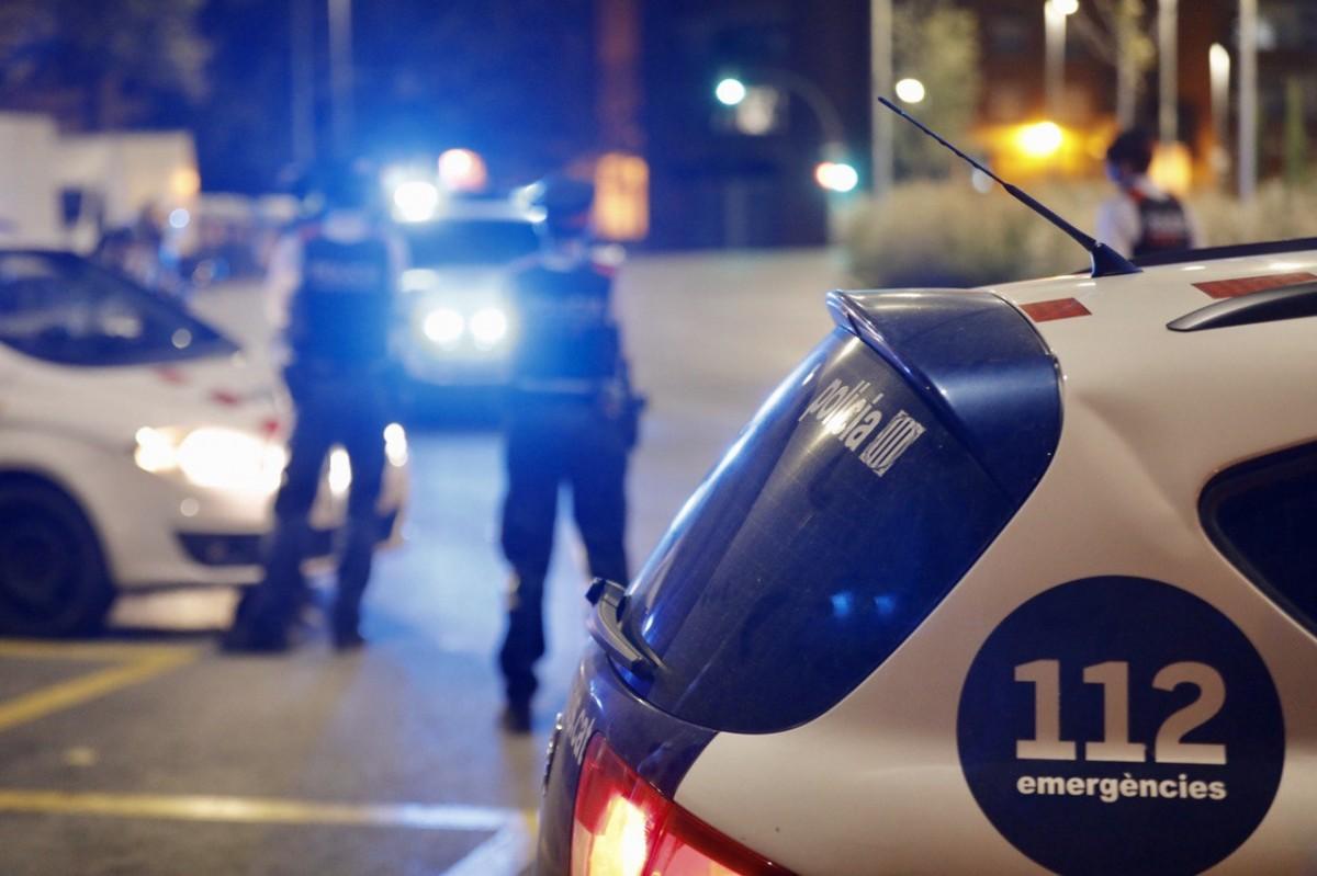 Control policial en ple toc de queda.