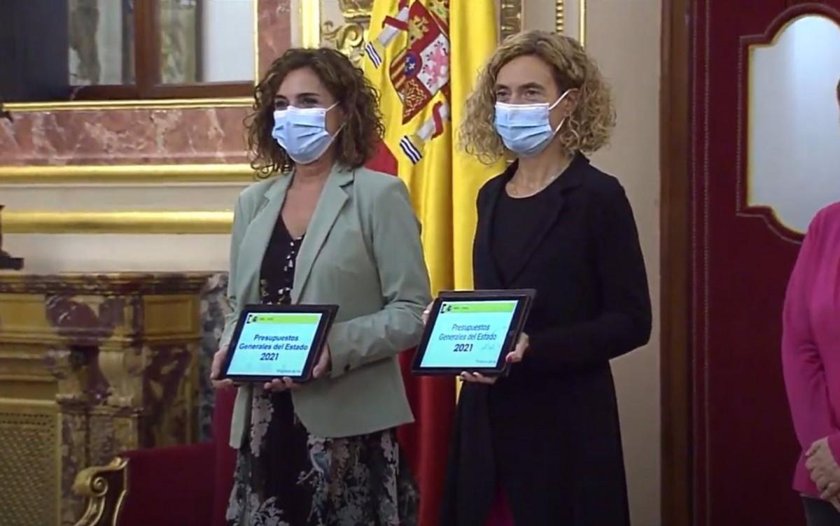 La ministra d'Hisenda, María Jesús Montero, i la presidenta del Congrés, Meritxell Batet.