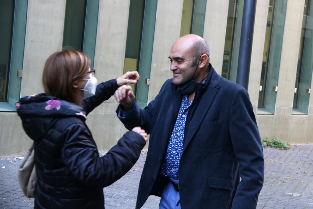 L'exconseller d'ERC Xavier Vendrell sortint aquest divendres de la Ciutat de la Justícia