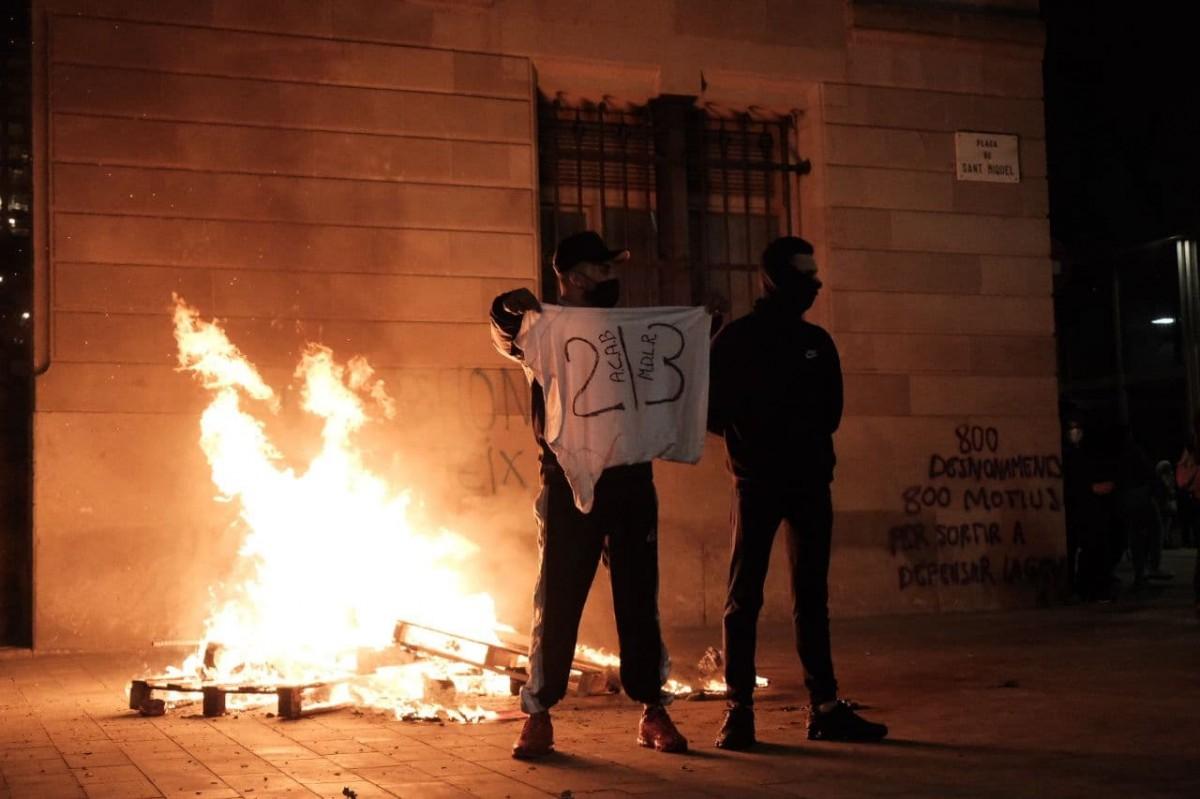 Incidents en la segona nit d'aldarulls al centre de Barcelona