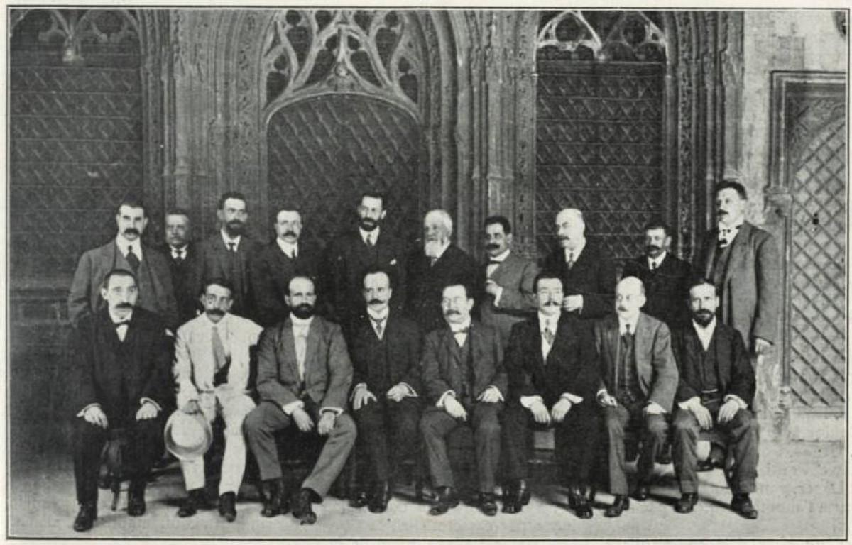 Els comissionats de les quatre diputacions catalanes per tractar la creació de la Mancomunitat de Catalunya reunits al Palau de la Generalitat el juliol de 1911.