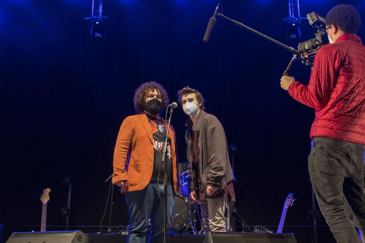 Marc Bala i el finalista Lluís Arruga (Lles) gravant el programa 'Sona9' a la final