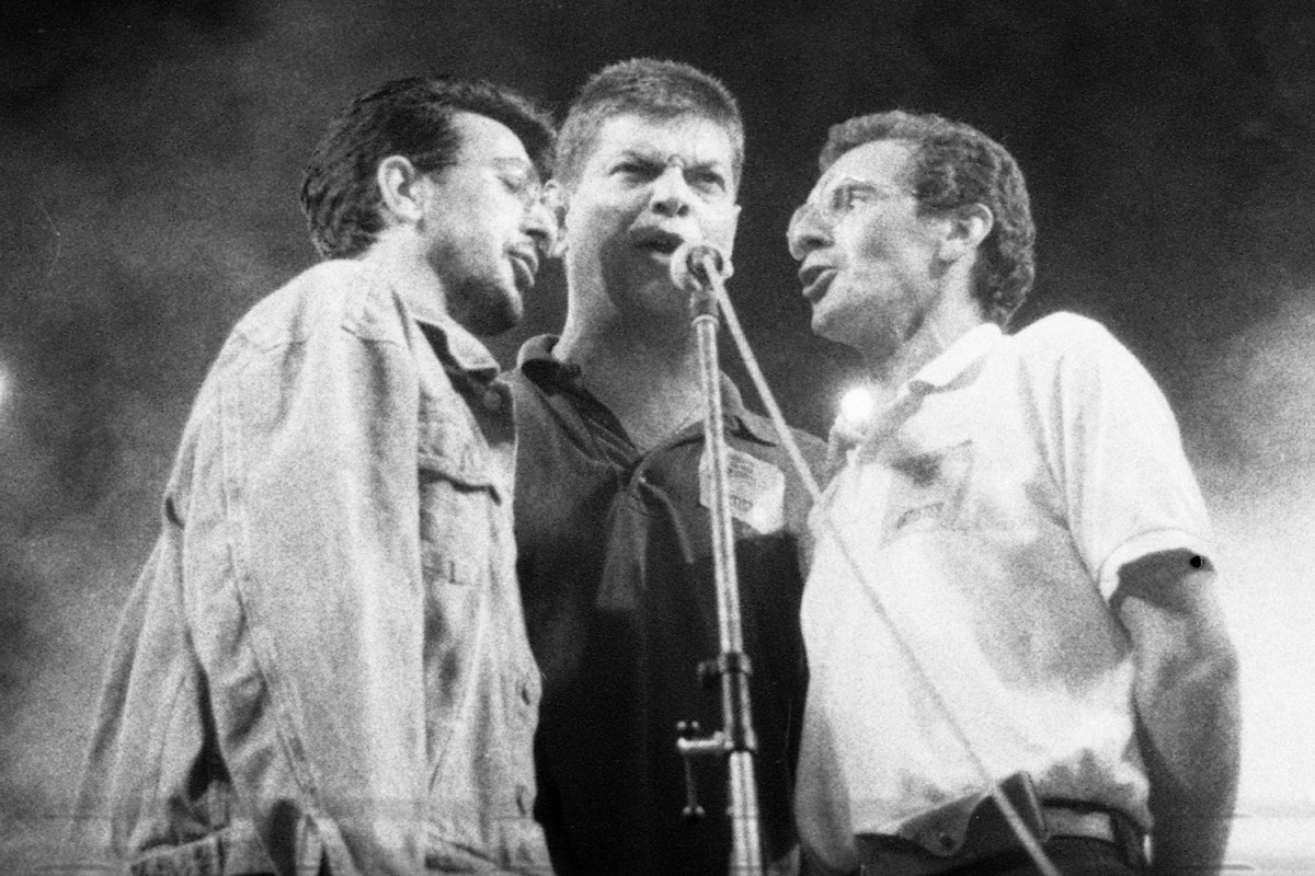 Toni Coromina entre Manolo García i Quimi Portet actuant a la Devesa de Girona l'any 1992