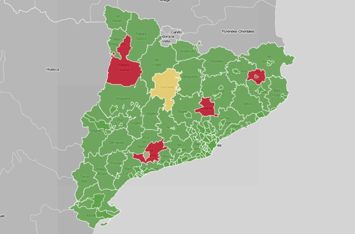 Mapa de municipis i comarques, en funció de l'evolució setmanal del risc de rebrot.