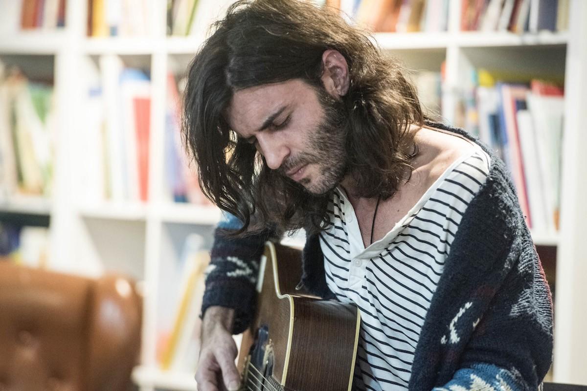Concert de Xarim Aresté a la llibreria La Carbonera